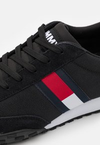 Tommy Jeans - PROFILE MIX RUNNER RETRO - Sneakers basse - black - 5