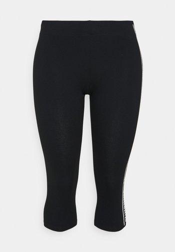 ONPMINNO LIFE 3/4 CURVY - Leggings - black/white