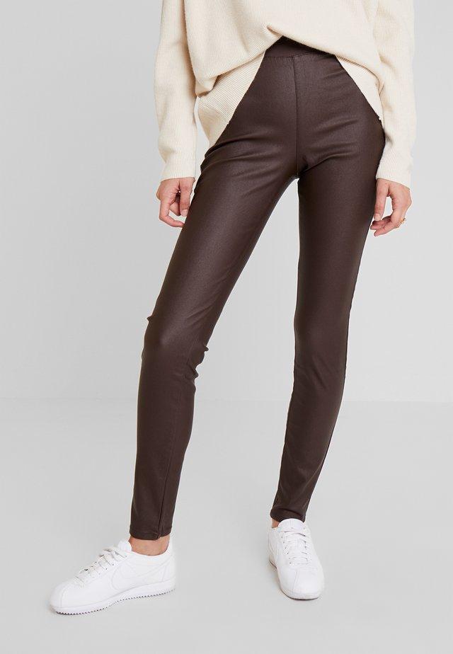 SHANTAL COOPER - Trousers - chicory coffee