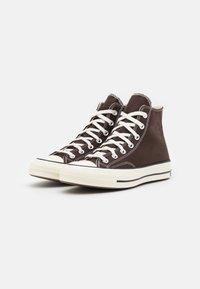 Converse - CHUCK 70 UNISEX - Höga sneakers - dark root/black/egret - 1
