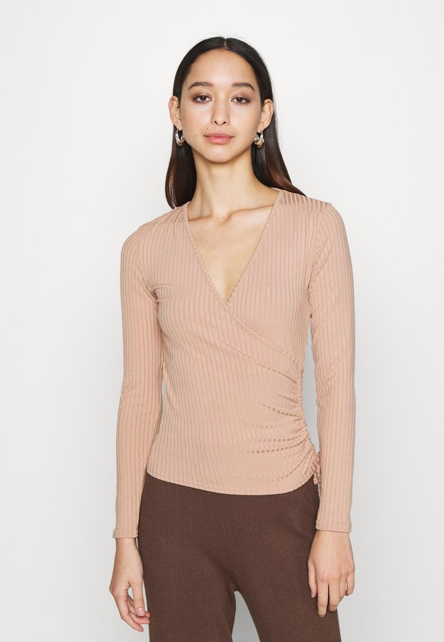 CARLY WRAP RUCHED SIDE - Long sleeved top - camel