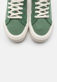 Vans - SK8 DECON UNISEX - High-top trainers - hedge green - 5