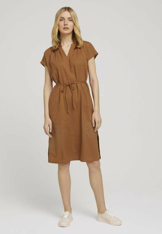 Sukienka letnia - caramel brown