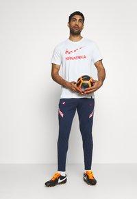 Nike Performance - KROATIEN DRY PANT - Voetbalshirt - Land - midnight navy/ligth crimson/ligth crimson - 1