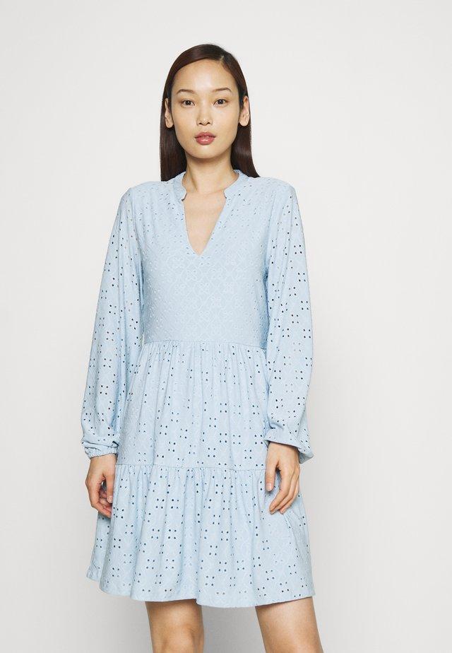 VIKAWA  - Kjole - cashmere blue