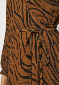 Faithfull the brand - FLORIAN WRAP DRESS - Denní šaty - kenya - 4