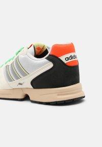adidas Originals - ZX 1000 UNISEX - Trainers - chalk white/crystal white/pulse aqua - 8