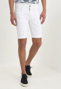 INDICODE JEANS - KADEN - Denim shorts - offwhite - 0