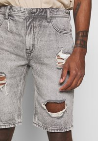 Cotton On - ROLLER - Džínové kraťasy - grey - 4