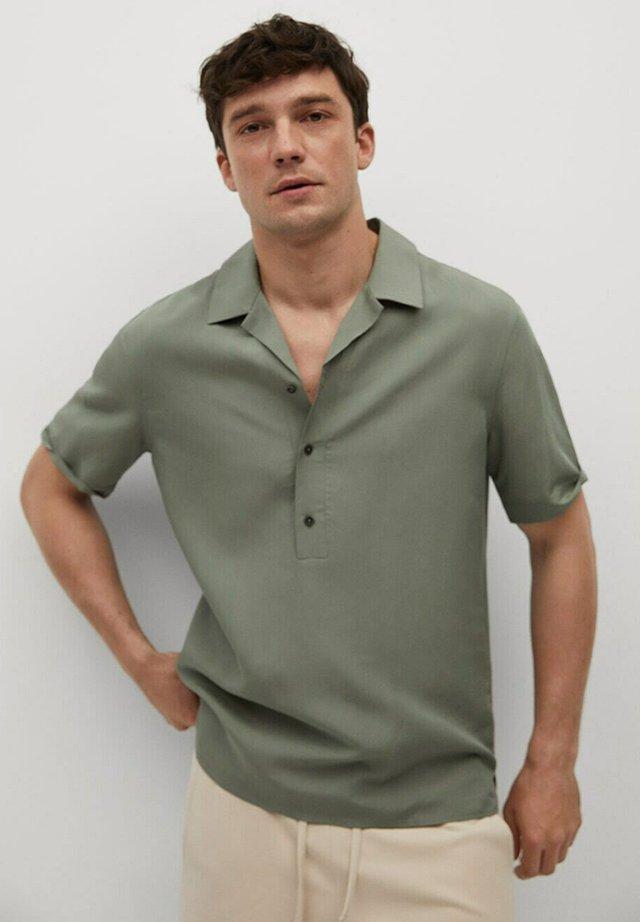REGULAR FIT  - Skjorte - grønn