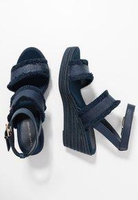 Tommy Hilfiger - FRINGES MID WEDGE  - Platform sandals - sport navy - 3