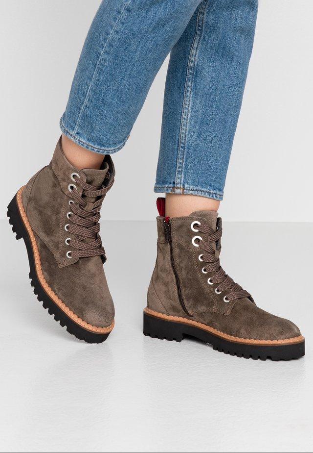 Kotníkové boty na platformě - taupe
