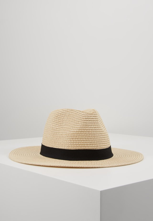 MASYN - Chapeau - light natural and black with gold