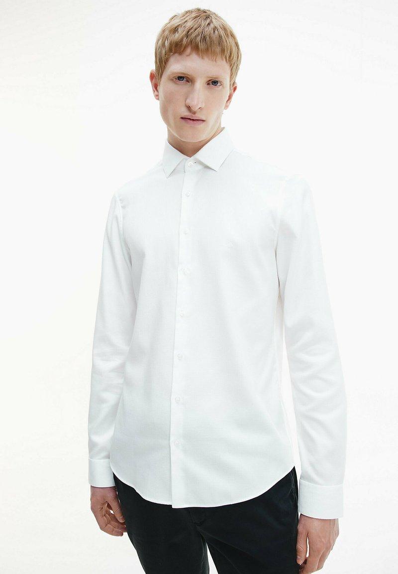 Calvin Klein - STRUCTURED - Formal shirt - white