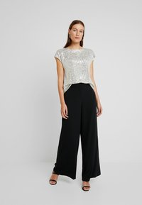 Dorothy Perkins - SEQUIN TEE - Blůza - champagne - 1