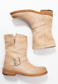 Felmini - GREDO - Cowboy/biker ankle boot - light tapioca - 3