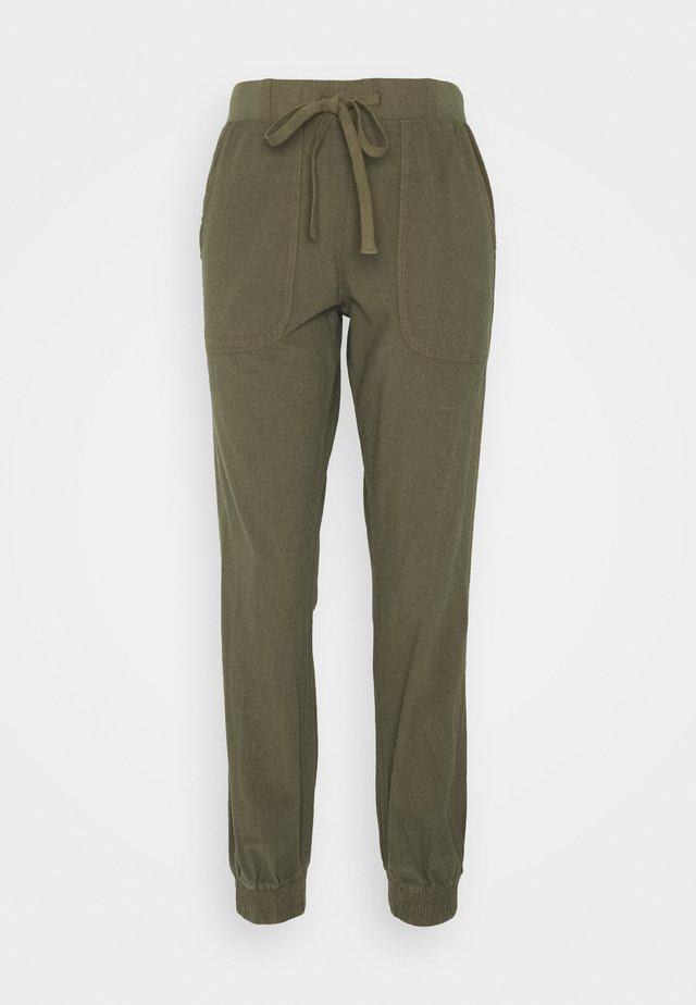 NAYA PANTS - Trousers - grape leaf