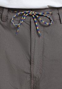 Napapijri - HANAKAPI - Shorts - grey gargoyle - 7