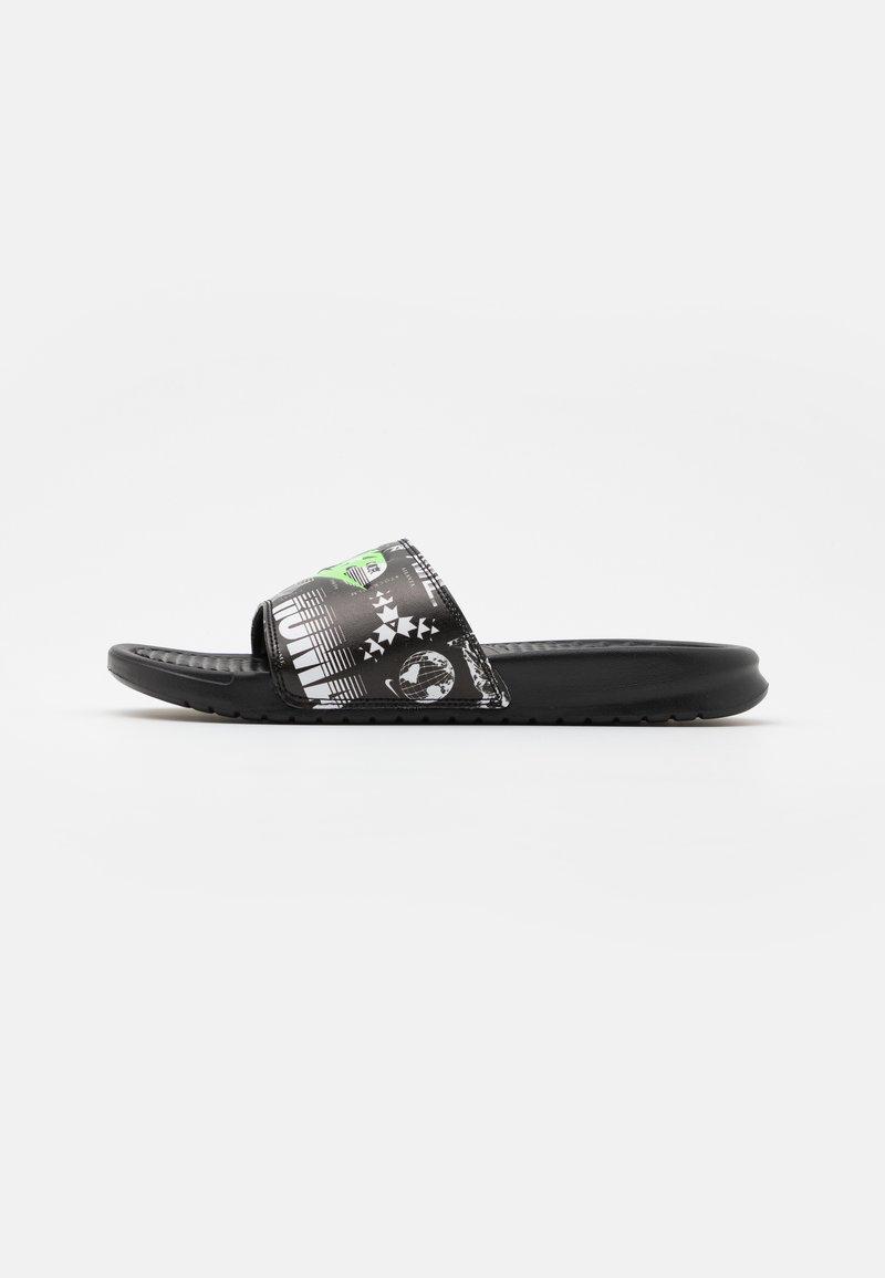 Nike Sportswear - BENASSI JDI PRINT UNISEX - Sandalias planas - black/green strike/black/white