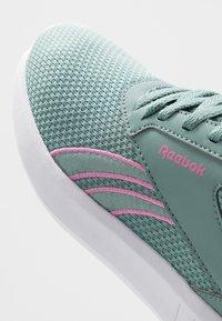 Reebok - LITE 2.0 - Zapatillas de competición - green slash/white/positiv pink - 5