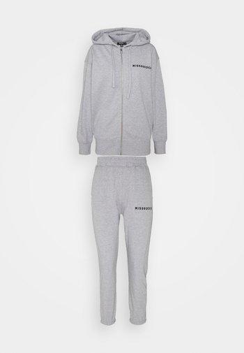HOODIE AND JOGGER SET - Zip-up sweatshirt - grey