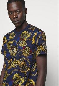 Versace Jeans Couture - T-shirt imprimé - multi - 3