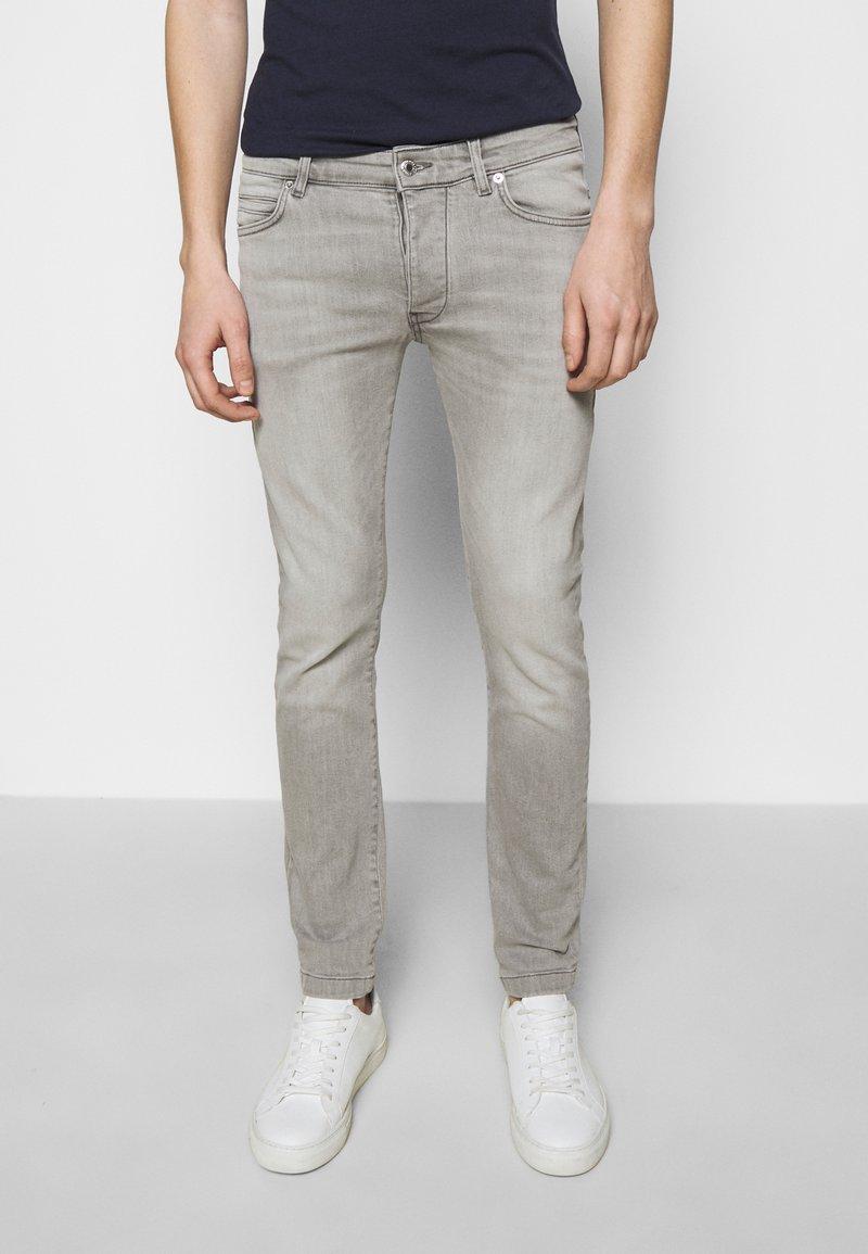 DRYKORN - JAZ - Jeans Skinny Fit - grey