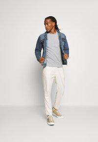 Brave Soul - FIELDING - Giacca di jeans - blue denim - 1