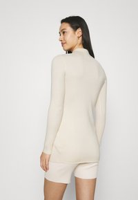 Missguided - LONGLINE CARDIGAN AND BUTTON CYCLING SET - Cardigan - cream - 4