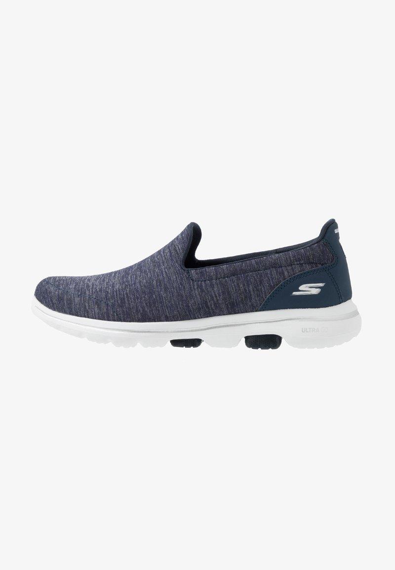 Skechers Performance - GO WALK 5 - Sportieve wandelschoenen - navy/white