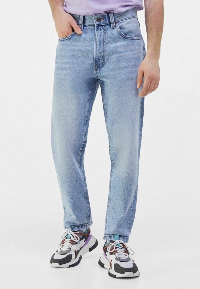 Bershka - STRAIGHT VINTAGE - Straight leg jeans - light blue