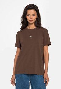 Lichi - Basic T-shirt - coffee - 0