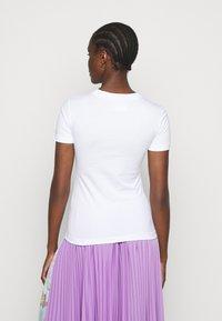 Versace Jeans Couture - TEE - Triko spotiskem - optical white - 2
