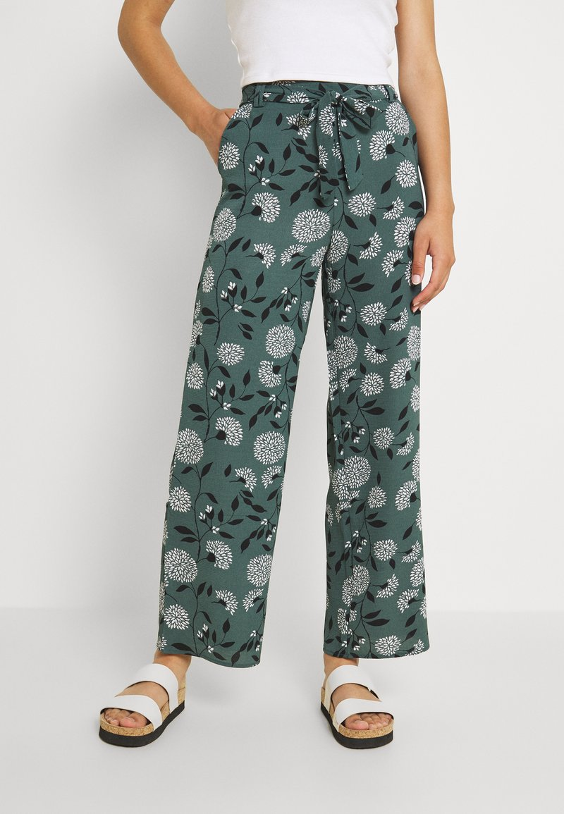 ONLY - ONLNOVA PALAZZO PANT - Pantalon classique - balsam green/white