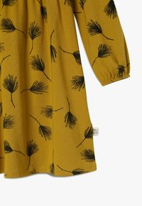 Mainio - PINE DRESS - Jersey dress - golden - 3