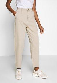 edc by Esprit - BARREL LEG UTIL - Spodnie materiałowe - sand - 0