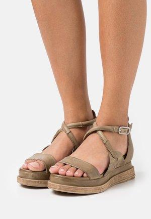 Sandales à plateforme - africa