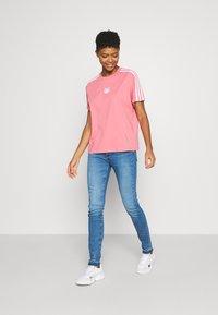 adidas Originals - LOOSE FIT TEE - T-shirt print - hazy rose - 1