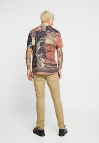 Levi's® - 512™ SLIM TAPER FIT - Tygbyxor - harvest gold - 2