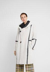 VSP - HOOD COAT REVERSIABLE - Classic coat - black/white - 0