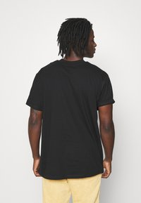 Night Addict - REVOLUTION UNISEX - T-shirt con stampa - black - 2