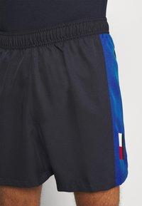Tommy Hilfiger - TRAINING BLOCKED SHORT - Krótkie spodenki sportowe - blue - 3