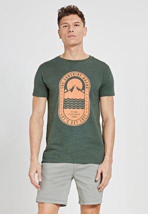 TROPICS PLACED PRINT - Print T-shirt - cilantro
