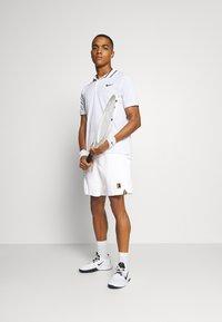 Nike Performance - ACE SHORT - Träningsshorts - white - 1