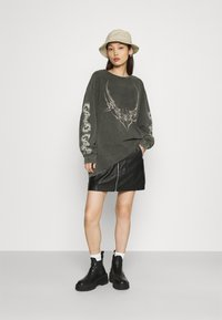 NEW girl ORDER - TRIABL SPIDER ACID WASH - Long sleeved top - charcoal - 1