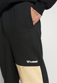 Hummel - HMLAIDAN REGULAR PANTS - Tracksuit bottoms - black - 4