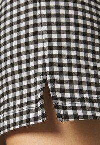 Topshop - CHECKED BENGALINE MINI - Mini skirt - monochrome - 4