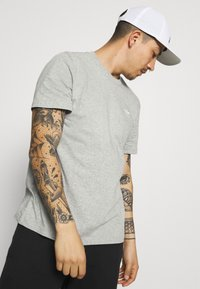adidas Originals - ESSENTIAL TEE - T-shirt - bas - medium grey heather - 3