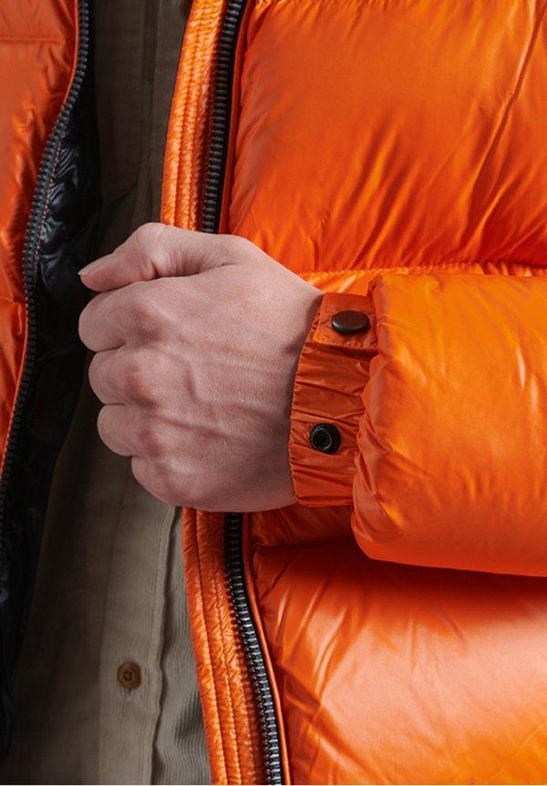 Superdry LUXE ALPINE - Kurtka puchowa - rustic orange/pomarańczowy Odzież Męska ISMS