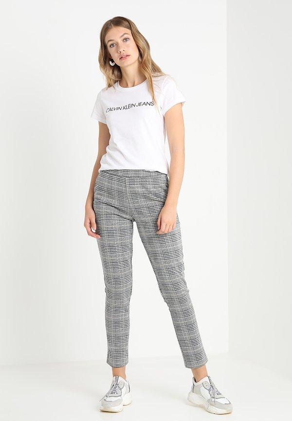 Calvin Klein Jeans INSTITUTIONAL LOGO TEE - T-shirt z nadrukiem - bright white Nadruk Odzież Damska GSZQ YF 2